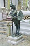 Halve vogel en menselijk standbeeld in Emerald Buddha Temple Royalty-vrije Stock Fotografie