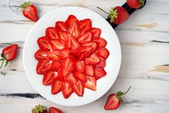 Free Halved Organic Strawberries, Laid Out Symmetrically On A White Plate On A Cutting Board On A Light Wooden Background. Diet Food, Stock Image - 167631461