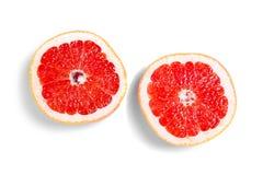 Halverar grapefrukten på en vit bakgrund Arkivbild