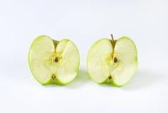 Halverat grönt äpple royaltyfri bild