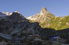 Halverwege de morgen in bergen Royalty-vrije Stock Afbeeldingen