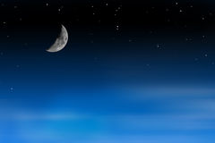 Halvmåne på stjärnklar himmel med flyttningmoln Fotografering för Bildbyråer