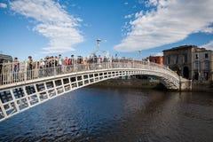 Halvpennymyntbro, Dublin City Arkivbild