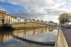 Halvpennymyntbro - Dublin, Irland Arkivbild