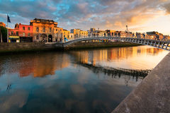 Halvpennymyntbro, Dublin, Irland arkivfoto