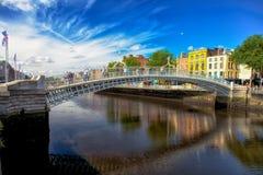 Halvpennymyntet överbryggar Dublin Royaltyfri Fotografi