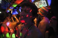 Halvt naket parti vid desigual Barcelona Royaltyfri Fotografi