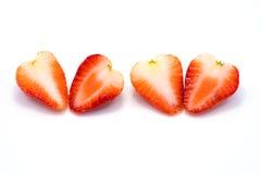 Halvt stycke av två jordgubbar som isoleras på vit bakgrund arkivfoton