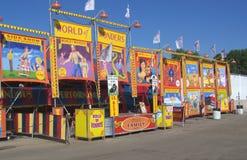 halvvägs sideshow för banerkarneval Royaltyfri Bild