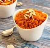 Halwa della carota - dolce di Diwali fatto delle carote latte e zucchero Fotografie Stock