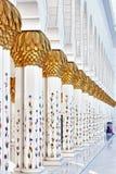 Halway mit Säulen Lizenzfreie Stockfotos