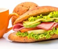 Ham Cheese Sandwich Indicates Bread-Rolle und -delikatessen stockfotografie
