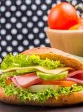 Ham Cheese Sandwich Indicates Bread-Rolle und gesundes lizenzfreies stockbild