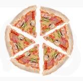 Ham, en de plakken van de peperpizza royalty-vrije stock fotografie