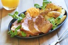Ham in honingsglans die wordt gebakken Stock Afbeelding