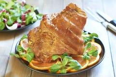 Ham in honingsglans die wordt gebakken Stock Foto's