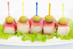 Ham met een meloen en olijven Stock Afbeeldingen