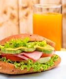 Ham Roll Juice Indicates Sandwich frisch und Getränk lizenzfreie stockfotografie