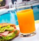 Ham Roll Juice Shows Snacks-Brot und -zitrusfrucht lizenzfreie stockfotos
