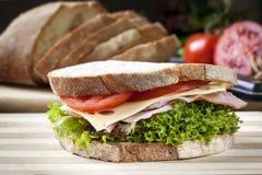 Ham Sandwich con insalata e formaggio fotografie stock
