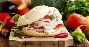 Ham Sandwiches med grönsaker Royaltyfri Bild