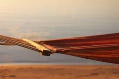 Hamac devant le coucher du soleil Image stock