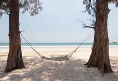 Hamac sur la plage photo libre de droits
