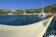 Hamac sur le yacht sur l'île de Lepsoi Photo libre de droits