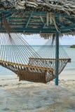 Hamaca, choza, y playa Fotos de archivo