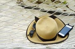 Hamaca del fondo y esencial tropical del día de fiesta de la playa Imagen de archivo