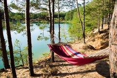Hamaca en los lagos azules en Ucrania Imagen de archivo libre de regalías