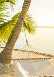 Hamaca tranquila de la playa imagenes de archivo