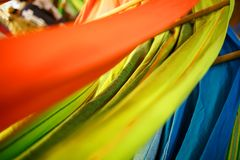 Hamacas de diversos colores, colores del arco iris en el mercado de la noche en Goa foto de archivo libre de regalías