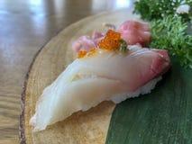 Hamachi寿司& x28;日本琥珀鱼或yellowtail& x29; 图库摄影