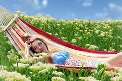 hamaka portreta odpoczynkowa kobieta Zdjęcia Stock