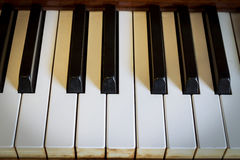 Hamanhand het spelen piano. Stock Foto's