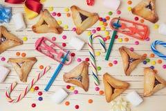 Hamantaschen kakor med godisen ovanför sikt royaltyfri fotografi