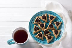 Hamantashen ciastka lub ucho Haman, trójgraniaści ciastka z Hamantashen ciastkami lub Aman ucho, trójgraniaści ciastka z makowym  Fotografia Stock