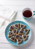 Hamantashen ciastka lub ucho Haman, trójgraniaści ciastka z Hamantashen ciastkami lub Aman ucho, trójgraniaści ciastka z makowym  Obraz Stock