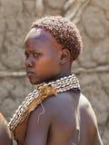 Hamar kvinna på bymarknaden Turmi fäll ned omodalen ethiopia Fotografering för Bildbyråer