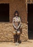 Hamar kvinna på bymarknaden Turmi fäll ned omodalen ethiopia Royaltyfri Foto