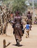 Hamar kvinna på bymarknaden Turmi Omo dal, Etiopien Arkivfoto