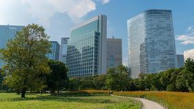 Hamarikyu ogródy są atrakcyjnym krajobrazu ogródem w Tokio i ampułą, Chuo okręg, Sumida rzeka, Japonia zdjęcia stock