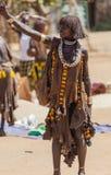 Hamarvrouw bij dorpsmarkt Turmi Lagere Vallei Omo ethiopië Royalty-vrije Stock Afbeeldingen