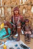 Hamarvrouw met kind Stock Foto