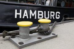 Hambourg écrite sur le remorqueur photos stock