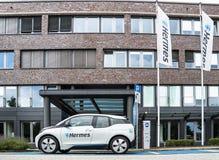 Hambourg, Allemagne - 15 juillet 2017 : La société Hermes utilise des E-voitures dans le siège social dans la ville de Hambourg Photos libres de droits
