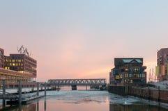 Hambourg, Allemagne - 4 mars 2014 : Vue de plaza de Dar es Salam au pont maritime international de musée et de Busan dans Hafenci photo stock