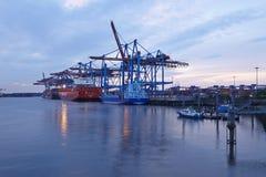 Hambourg - navire de récipient sur le terminal Images libres de droits