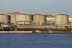 Hambourg - réservoirs de stockage de pétrole au port de Hambourg (Allemagne) Photo libre de droits